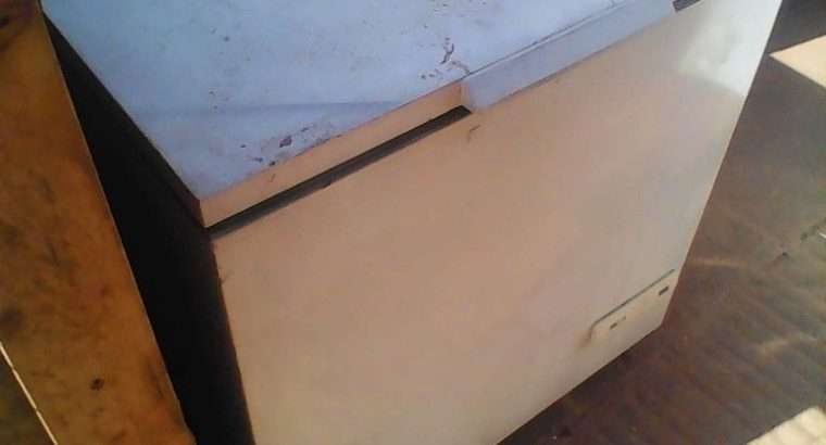 CHEST FREEZER in EXCELLENT WORKING order, medium size CAN DELIVER local