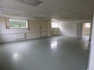 CREATIVE AND LARGE WORKSPACE/WORKSHOP TO RENT IN LONDON