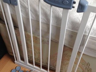 Mounted Tippitoes Safety Gate