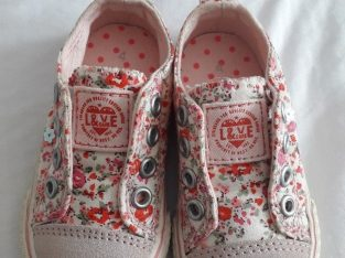 Size 4 – Next girls pumps pink ditsy pattern