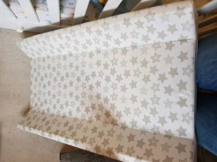 Simple Changing mat adaptable to cot