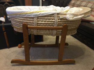 All for 9£ – Moses basket, stand & sheets