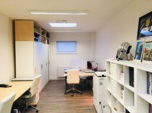 Available Desk Space to Rent in Modern, Serviced Office