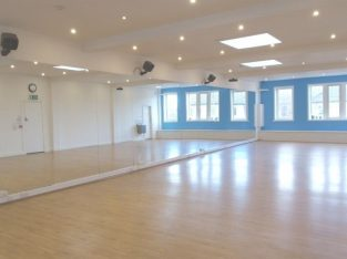 Mirrored, Spacious studio for hourly hire