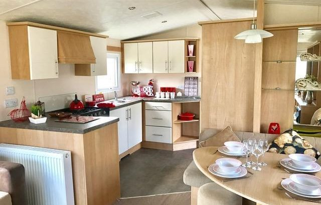 FOR SALE STATIC CARAVAN SITED IN NEWQUAY, CORNWALL
