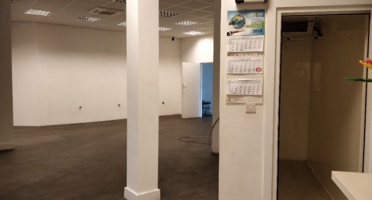 Large triple shop, approx 2950 sq ft