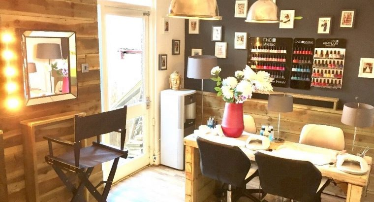 £24 per day Rent Beauty Room To Let in Established Beauty Salon