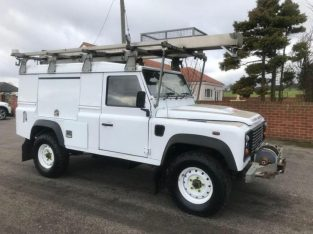 LAND ROVER DEFENDER 110 HARDTOP UTILITY 4X4 VEHICLE 2.4 TDCI PUMA 125BH 2011 11