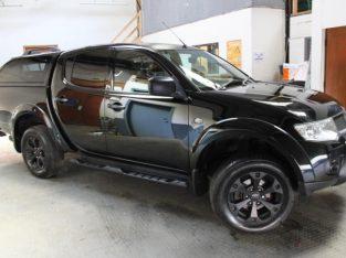 Black Mitsubishi L200 2.5DI-D CR 4WD auto Barbarian