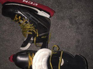 Size uk8.5 Ice skates