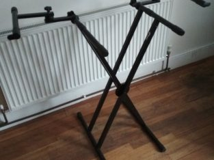 Keyboard Stand and 2 Sheet Music Stands