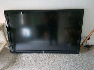 40 inch LG TV, base and controller
