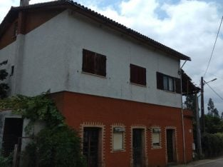 For sale Large House Currently Arrange as 3 Flats with land