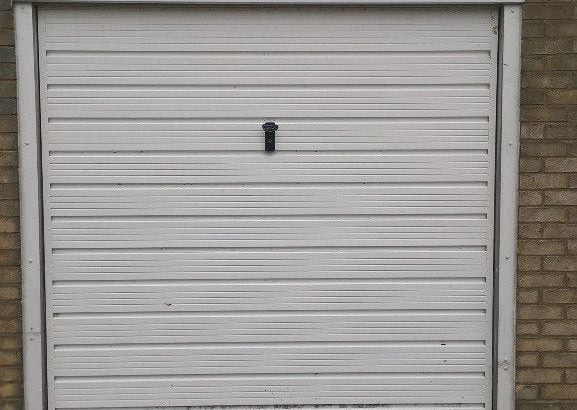 Secure Parking & Cheap Storage Private Garage to Rent