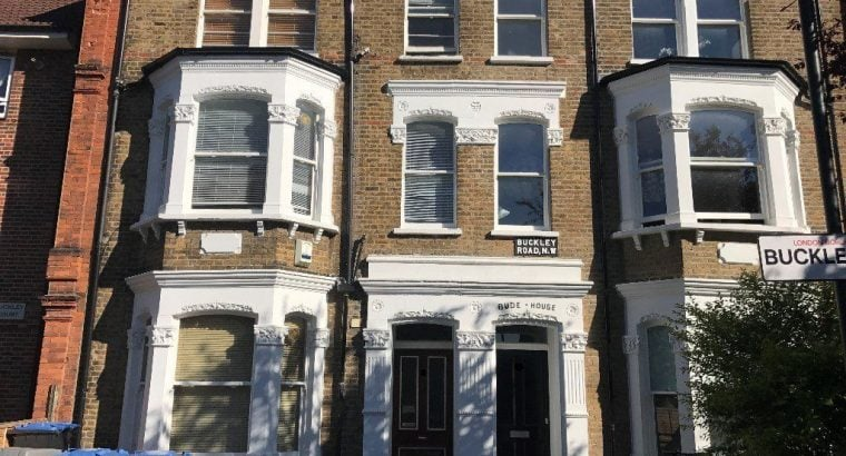SPACIOUS 1 DOUBLE BEDROOM TOP FLOOR FLAT IN PERIOD CONVERSION, LOCATED OFF KILBURN HIGH ROAD