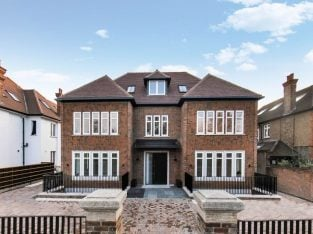 MODERN FIVE BEDROOM FLAT ON ELM AVENUE CLOSE TO EALING COMMON STATION