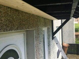 Skilled Roofer builder