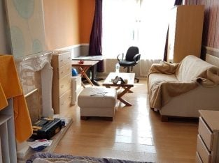 Barking East London – Large king size room in quite and tidy flat