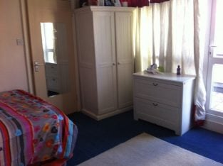 TRIPLE ROOM WITH OWN PRIVATE BALCONY IN A CLEAN QUIET HOUSE IN A SAFE AREA AT CENTRAL LOCATION