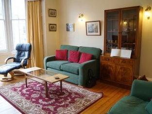 Fabulous holiday let / short term flat, Central Edinburgh, Wifi, Cot, hi chair, Study