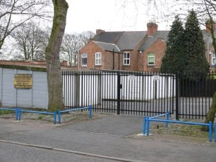SECURE COMPOUND LEICESTER LOCKUP GARAGE STORAGE UNIT TO LET