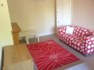 Shared room in 2 BED APARTMENT