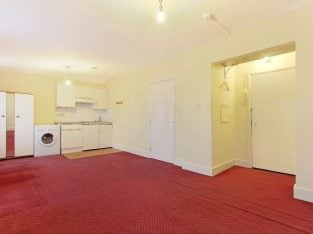 Large studio flats to rent in Streatham Hill, WATER RATES INCLUDED