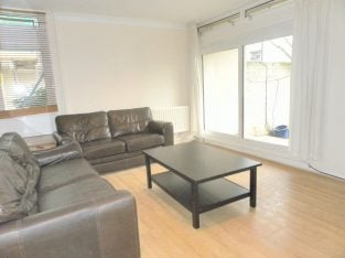 Newly Refurbished 3 Double Bedroom Property In the Heart of Clapham Common