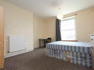 SPACIOUS GREENWICH ROOM AVAILABLE