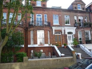 SPACIOUS 1 DOUBLE BEDROOM TOP FLOOR FLAT IN PERIOD CONVERSION, IN QUIET RESIDENTIAL STREET