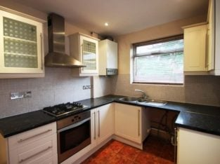 IDEAL FOR STUDENTS & SHARERS CLOSE to ICMP SCHOOL 5 bedroom HOUSE to rent in Cricklewood