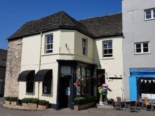 For Sale Upmarket Ladies Fashion Boutique With Flat In Gloucestershire