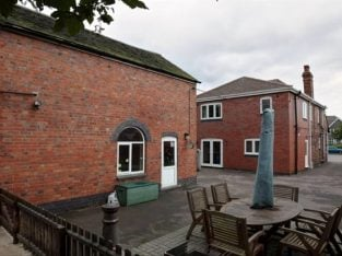 Freehold Licenced Cattery And 5 Bedroom House For Sale