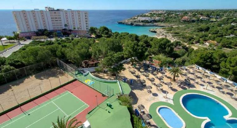 Mallorca : 3-star all-inc w/flts £99pp